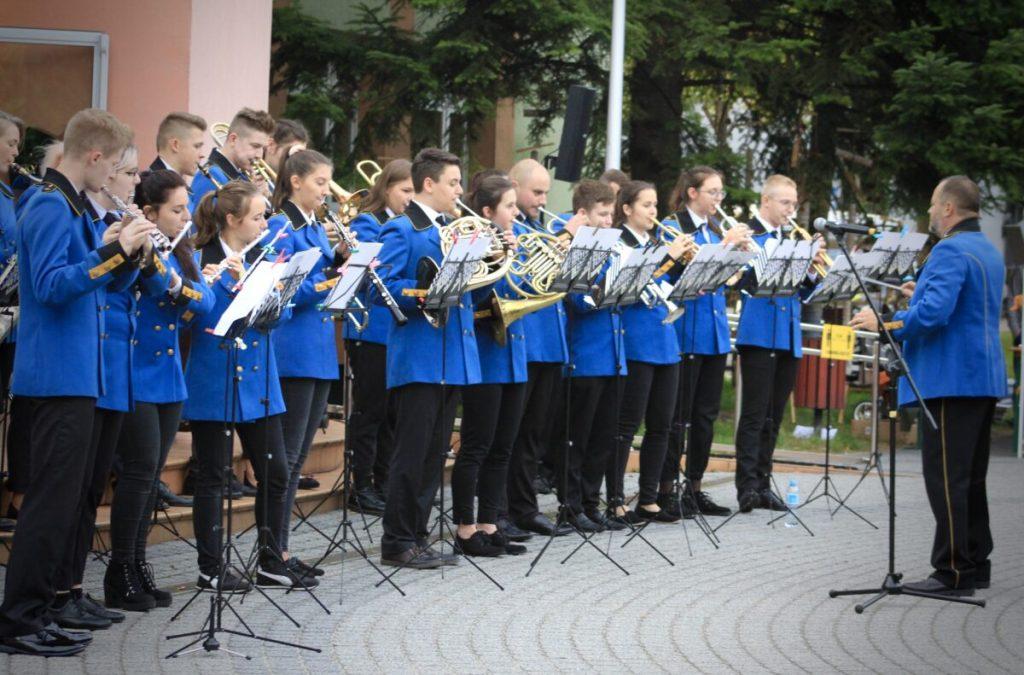 """Burmistrz Lublińca oraz MDK zapraszają na """"Koncert Walentynkowy"""" 1"""