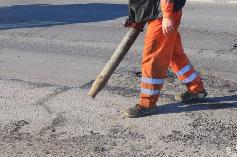 W Powiecie Radomszczańskim trwają pozimowe naprawy dróg 4