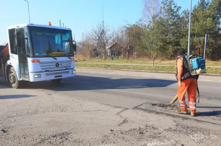 W Powiecie Radomszczańskim trwają pozimowe naprawy dróg 3