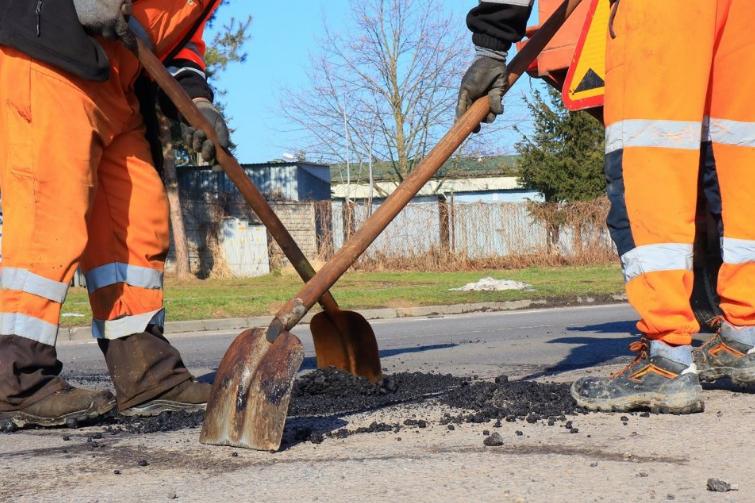 W Powiecie Radomszczańskim trwają pozimowe naprawy dróg 7