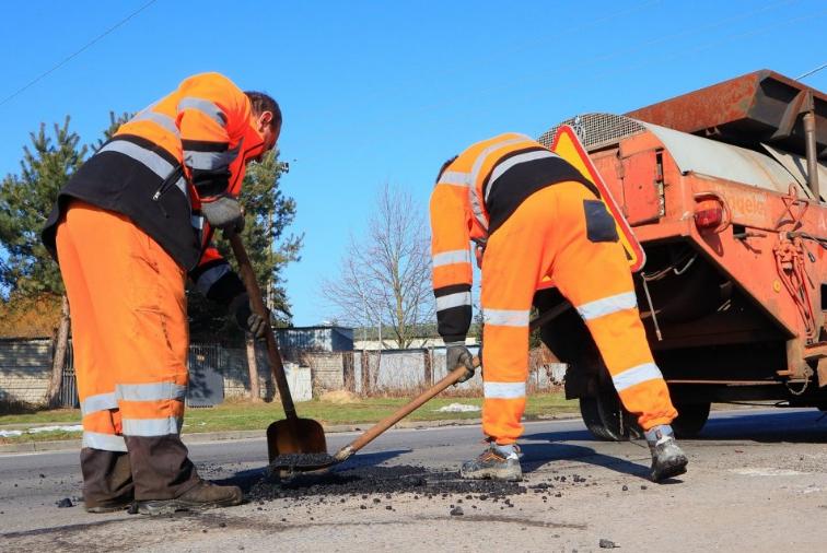 W Powiecie Radomszczańskim trwają pozimowe naprawy dróg 6