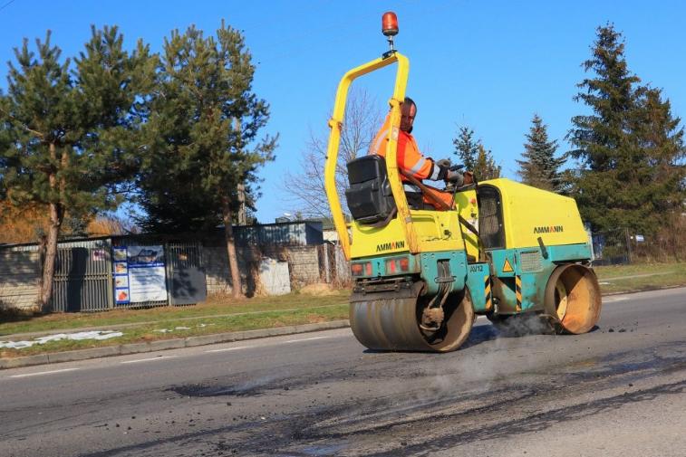W Powiecie Radomszczańskim trwają pozimowe naprawy dróg 1