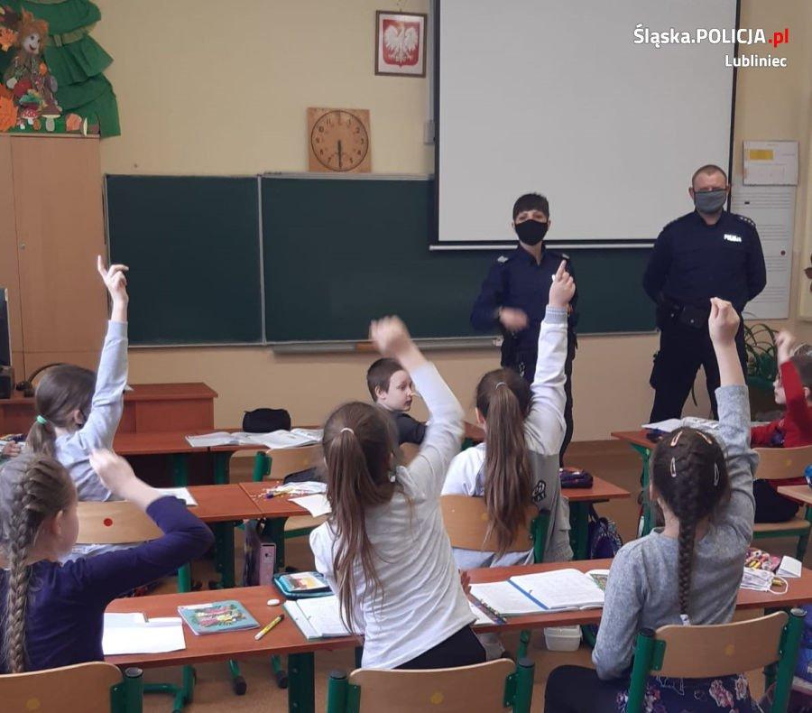 Lublinieccy policjanci edukowali Koszęcińskich uczniów 1