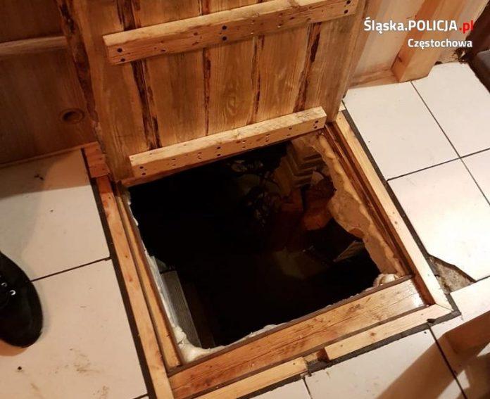 Zrobił sobie kryjówkę pod podłogą, a i tak wpadł w ręce policji 3