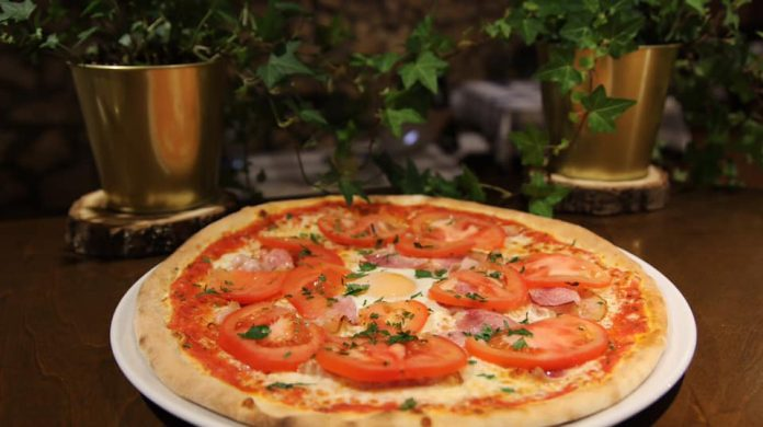 Pizza na dzień pizzy 2021. W Częstochowie stacjonarnie serwują ją dwa lokale 7