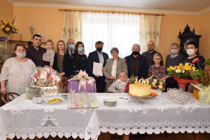 Gratulacje dla pani Antoniny Gruszki z Markowic 2
