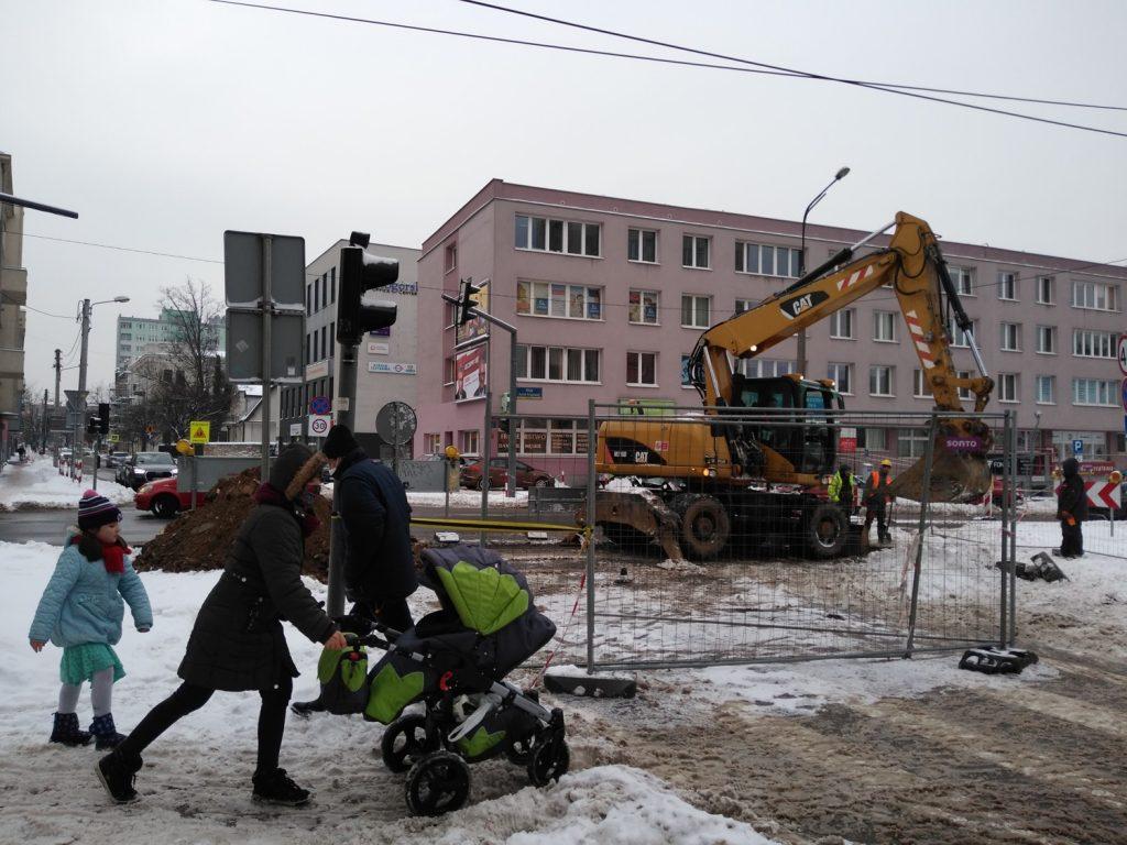 Zima nie zatrzymała remontu torów w Śródmieściu Częstochowy 1