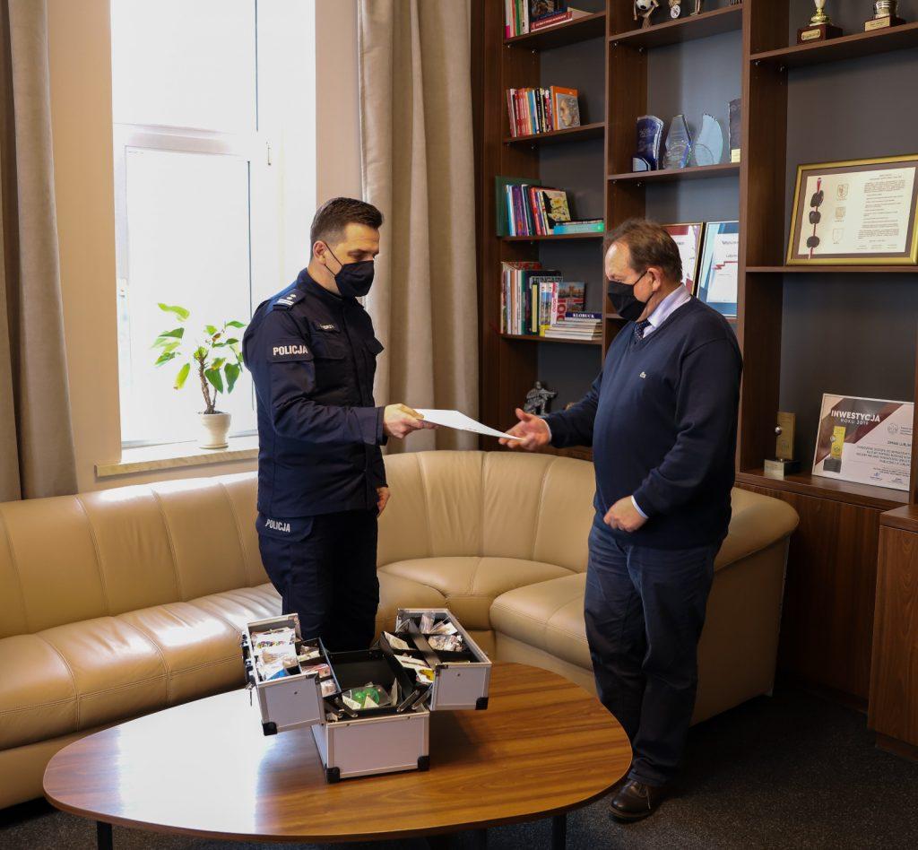Lublinieccy policjanci otrzymali walizkę profilaktyczną 2