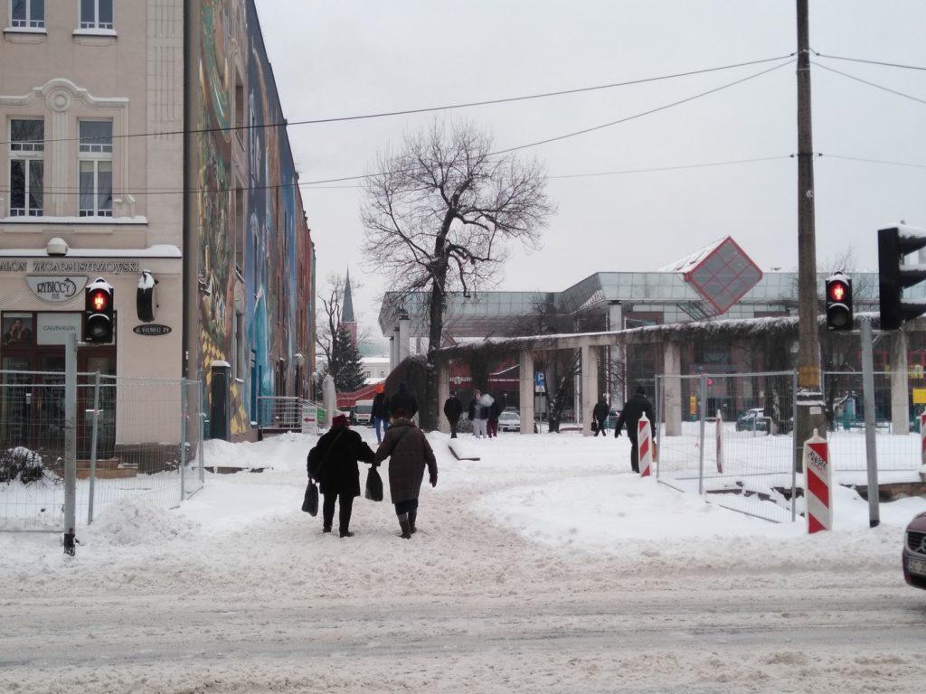 Uważajcie, na ulicach i chodnikach ciągle dużo śniegu 9