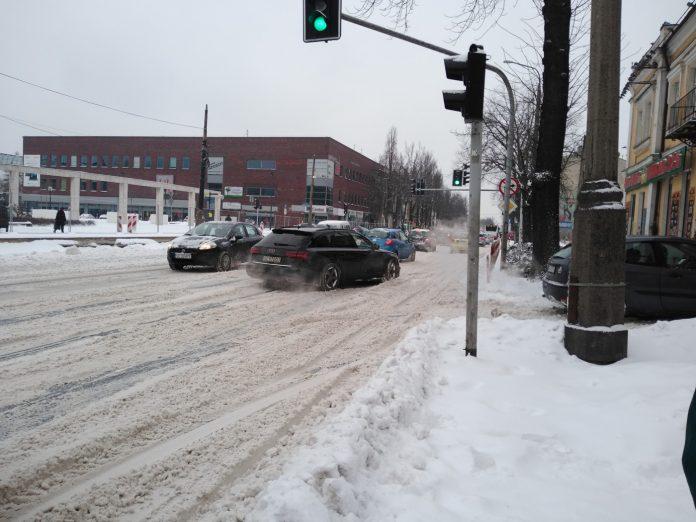 Uważajcie, na ulicach i chodnikach ciągle dużo śniegu 14