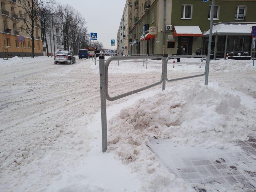 Uważajcie, na ulicach i chodnikach ciągle dużo śniegu 2