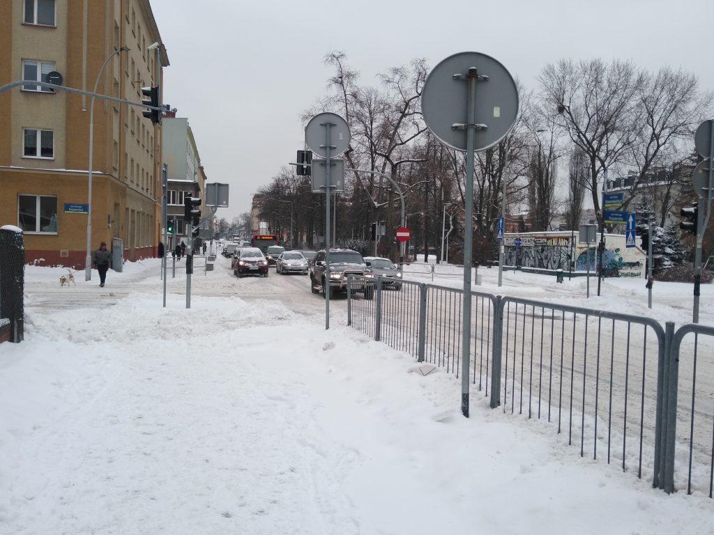 Uważajcie, na ulicach i chodnikach ciągle dużo śniegu 4
