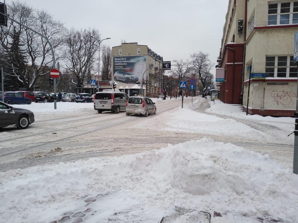 Uważajcie, na ulicach i chodnikach ciągle dużo śniegu 5