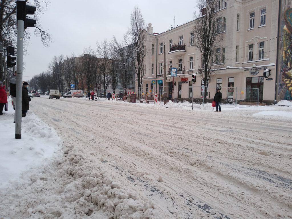 Uważajcie, na ulicach i chodnikach ciągle dużo śniegu 6