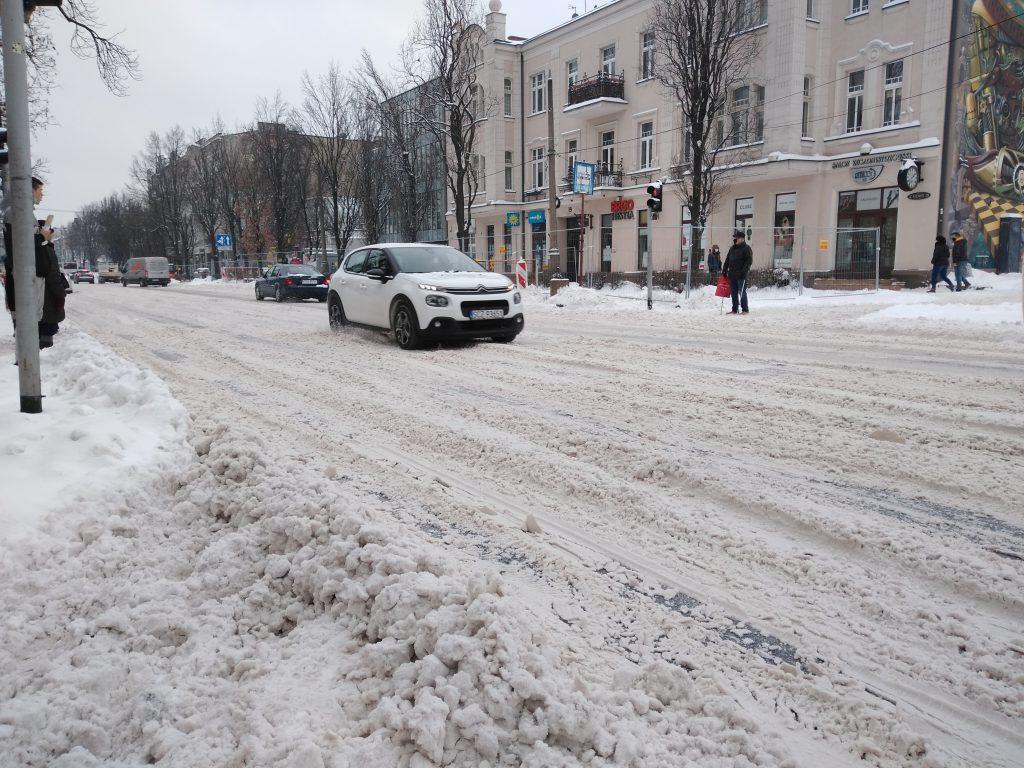 Uważajcie, na ulicach i chodnikach ciągle dużo śniegu 7