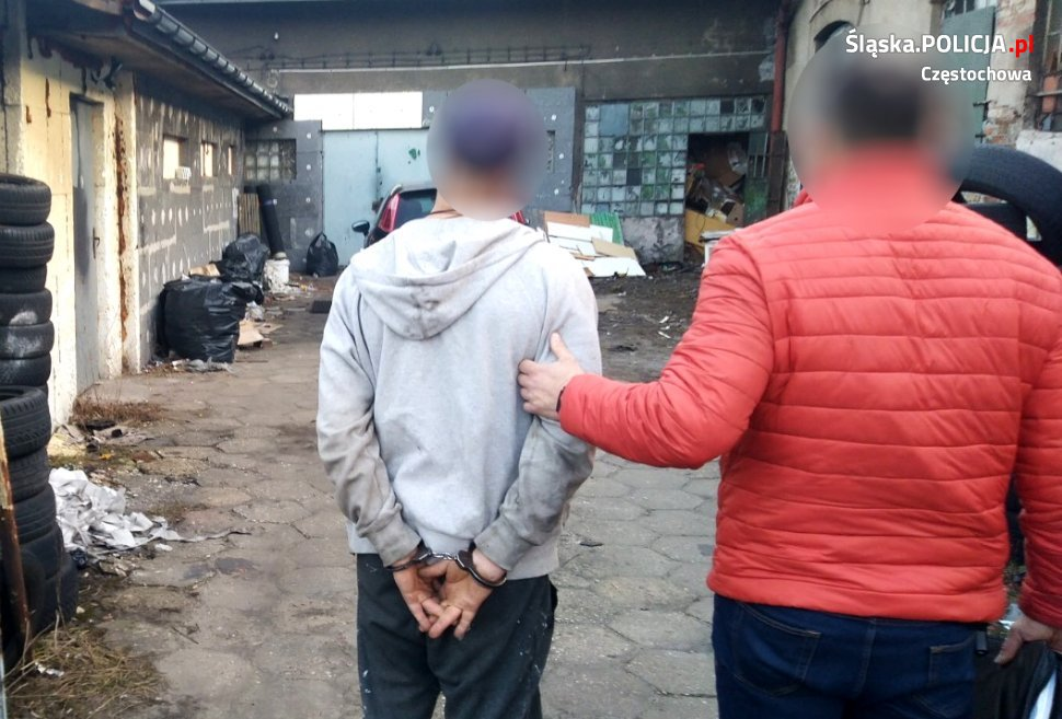 W garażu w centrum Częstochowy przechowywano narkotyki oraz materiał wybuchowy 3