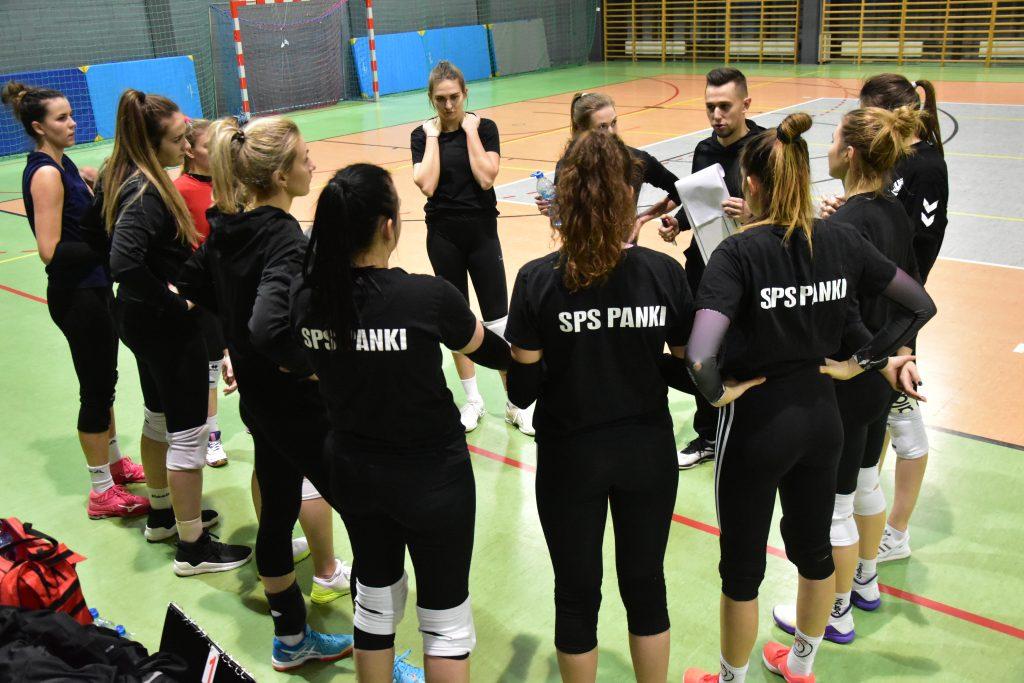 Siatkarki Akademii Siatkówki SPS Panki wygrały i 1 śląską i mają szansę na awans 1
