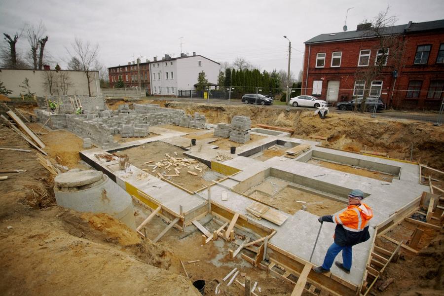 Na Rakowie rozpoczęła się budowa bloku komunalnego 1