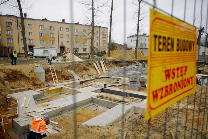 Na Rakowie rozpoczęła się budowa bloku komunalnego 8