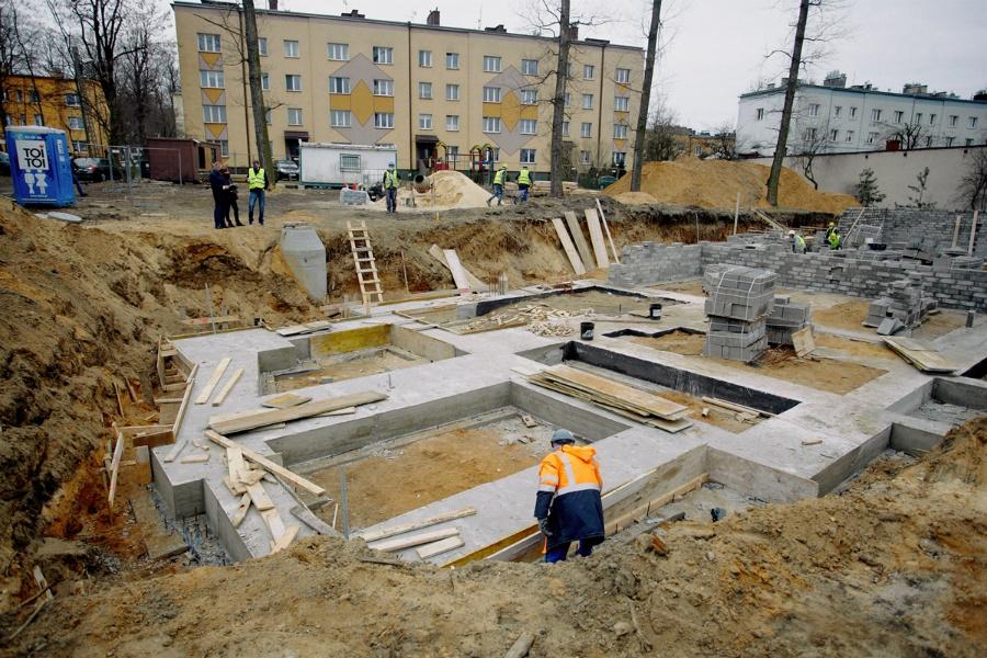 Na Rakowie rozpoczęła się budowa bloku komunalnego 5