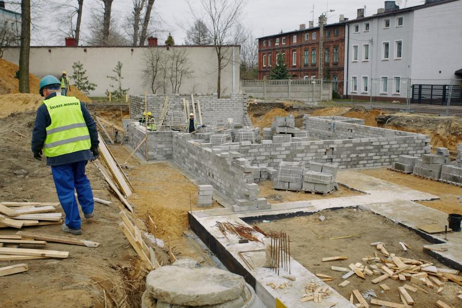 Na Rakowie rozpoczęła się budowa bloku komunalnego 6