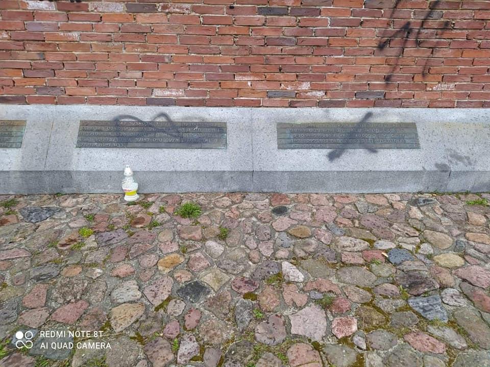 Nazistowskie napisy na Pomniku Ofiar Getta w Częstochowie. Sprawą zajmie się policja 3