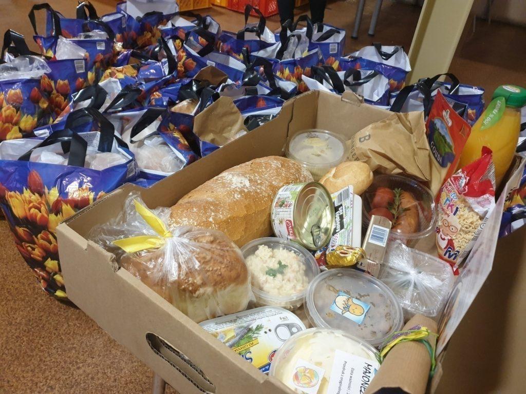 Wielka Sobota. Częstochowscy strażnicy miejscy rozwozili świąteczne paczki dla najbardziej potrzebujących 1