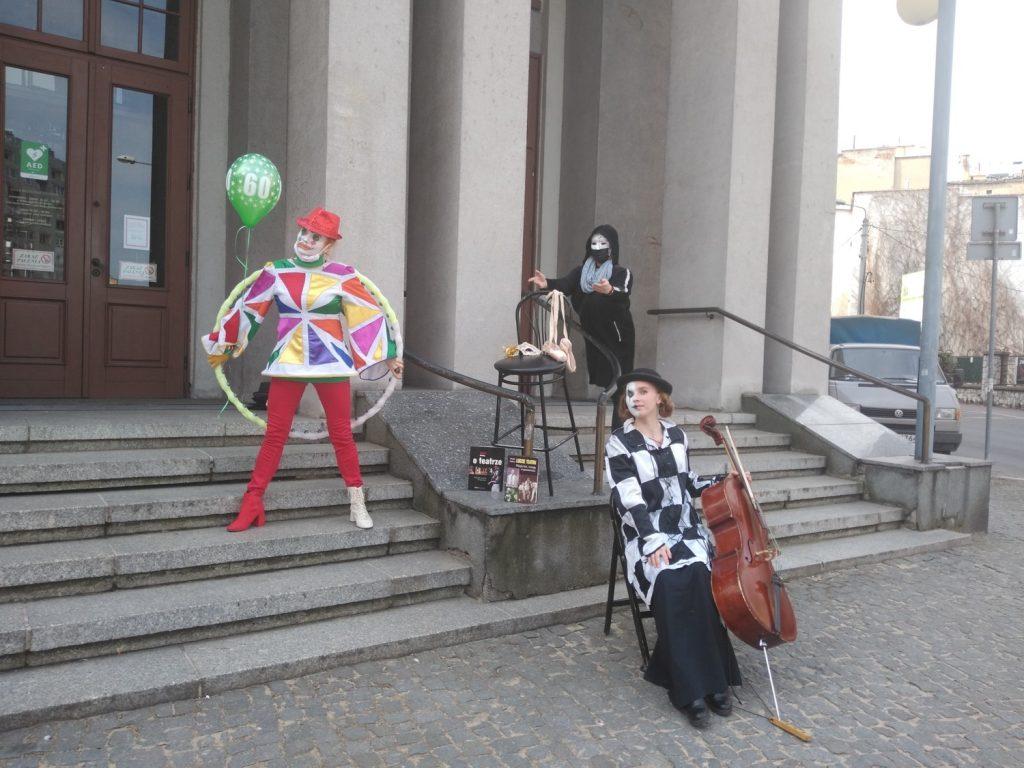 Zobacz, jak wyglądał w Częstochowie happening z okazji Międzynarodowego Dnia Teatru 11