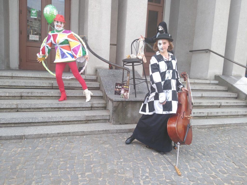 Zobacz, jak wyglądał w Częstochowie happening z okazji Międzynarodowego Dnia Teatru 12
