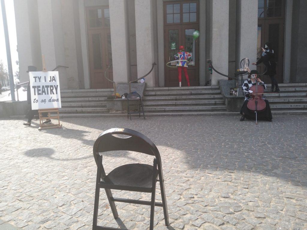 Zobacz, jak wyglądał w Częstochowie happening z okazji Międzynarodowego Dnia Teatru 13