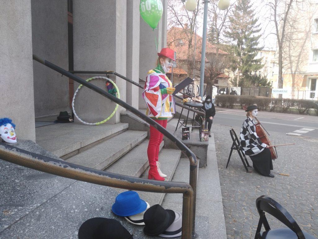 Zobacz, jak wyglądał w Częstochowie happening z okazji Międzynarodowego Dnia Teatru 14