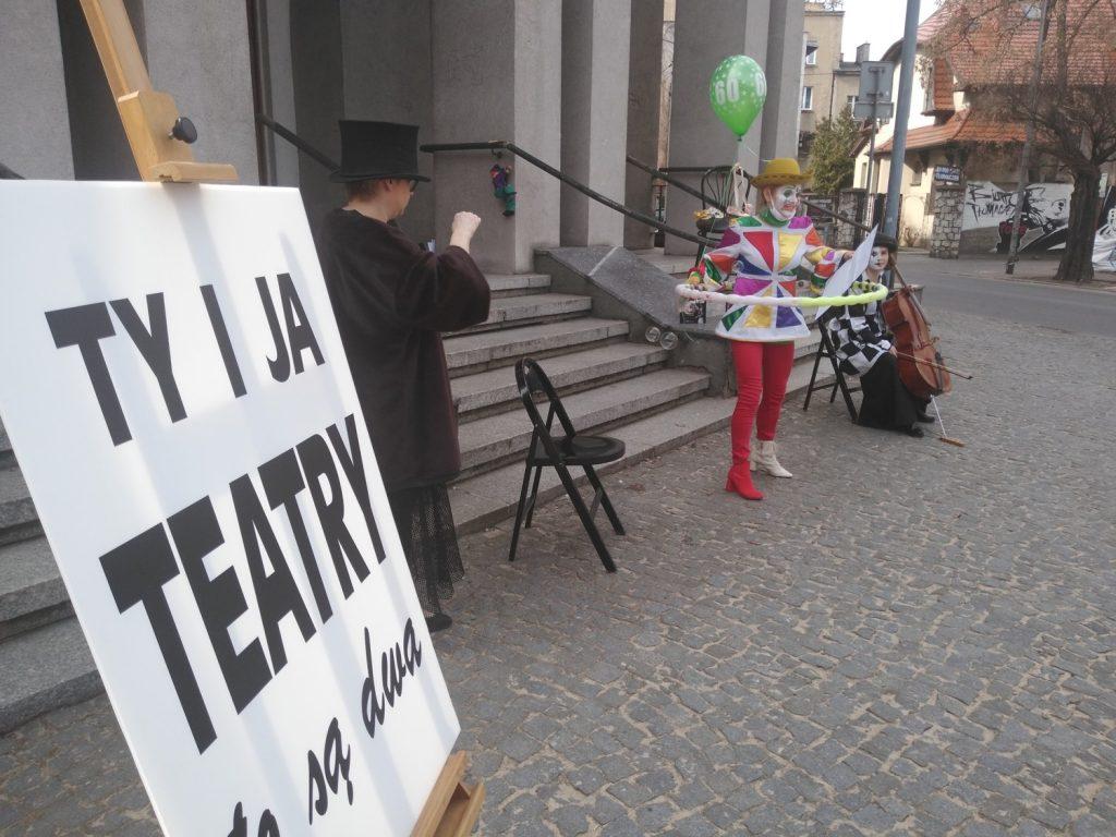Zobacz, jak wyglądał w Częstochowie happening z okazji Międzynarodowego Dnia Teatru 16