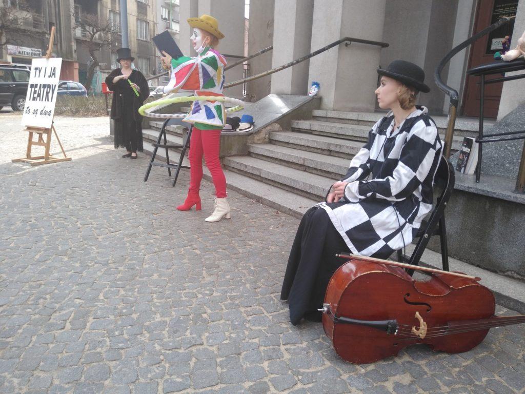 Zobacz, jak wyglądał w Częstochowie happening z okazji Międzynarodowego Dnia Teatru 17