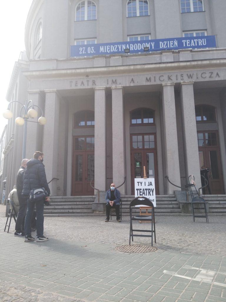 Zobacz, jak wyglądał w Częstochowie happening z okazji Międzynarodowego Dnia Teatru 4