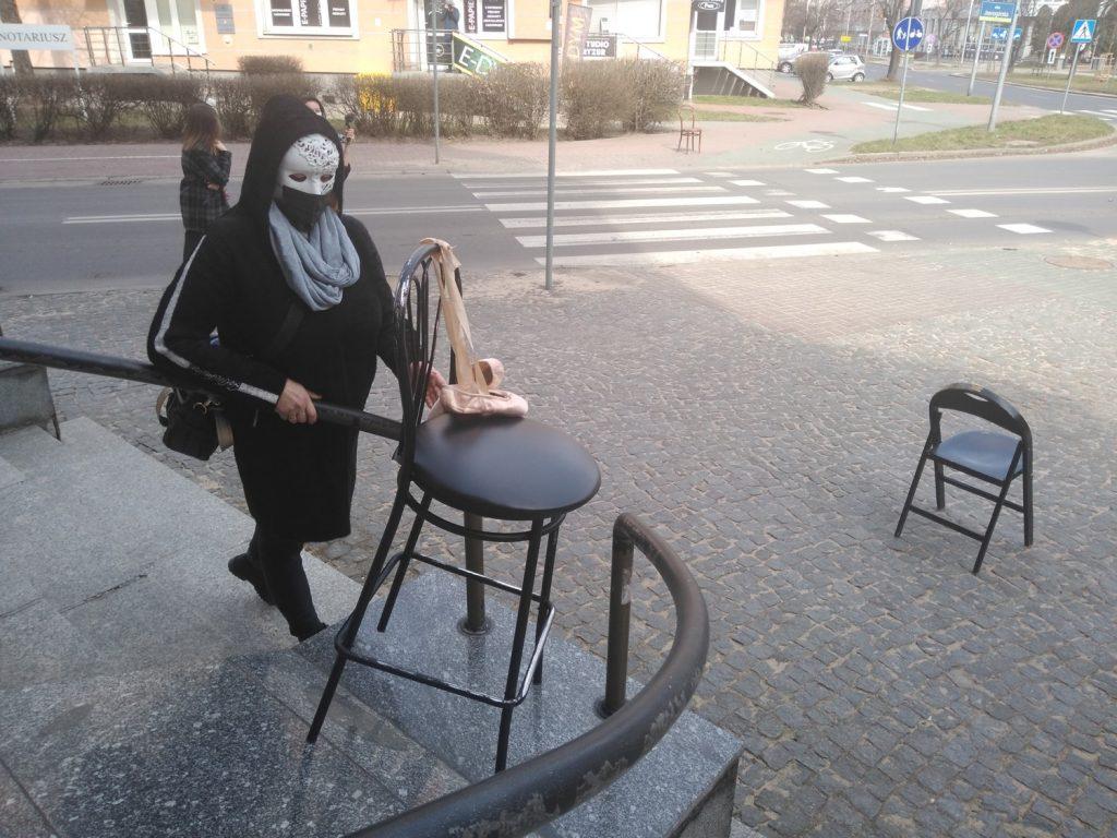 Zobacz, jak wyglądał w Częstochowie happening z okazji Międzynarodowego Dnia Teatru 7
