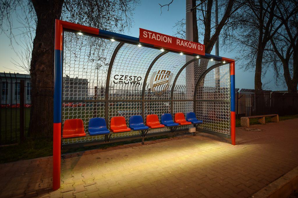 Na Rakowie stoją już dwie wiaty przystankowe nawiązujące do częstochowskiego klubu piłkarskiego 2