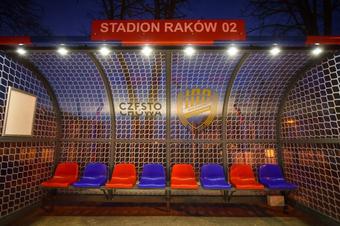 Na Rakowie stoją już dwie wiaty przystankowe nawiązujące do częstochowskiego klubu piłkarskiego 10
