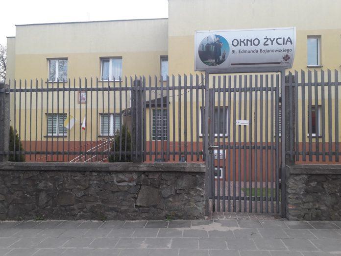 """Częstochowska prokuratura umorzyła śledztwo w sprawie dziewczynki podrzuconej do """"Okna życia"""" 3"""