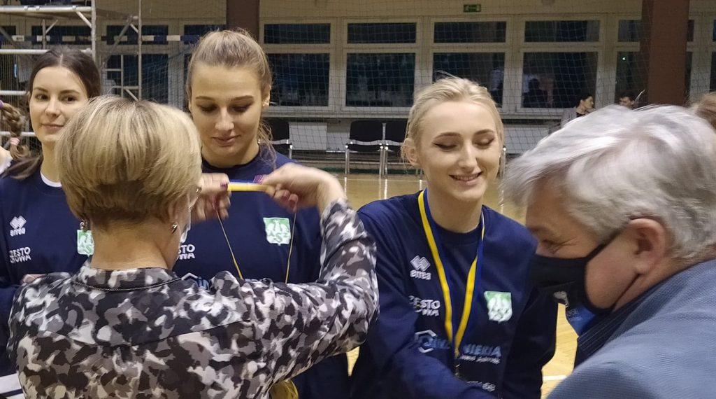 Siatkarki AZS Częstochowa mistrzyniami!!! Wygrały finał w Rudzie Śląskiej i zdobyły okazały puchar i złote medale 1