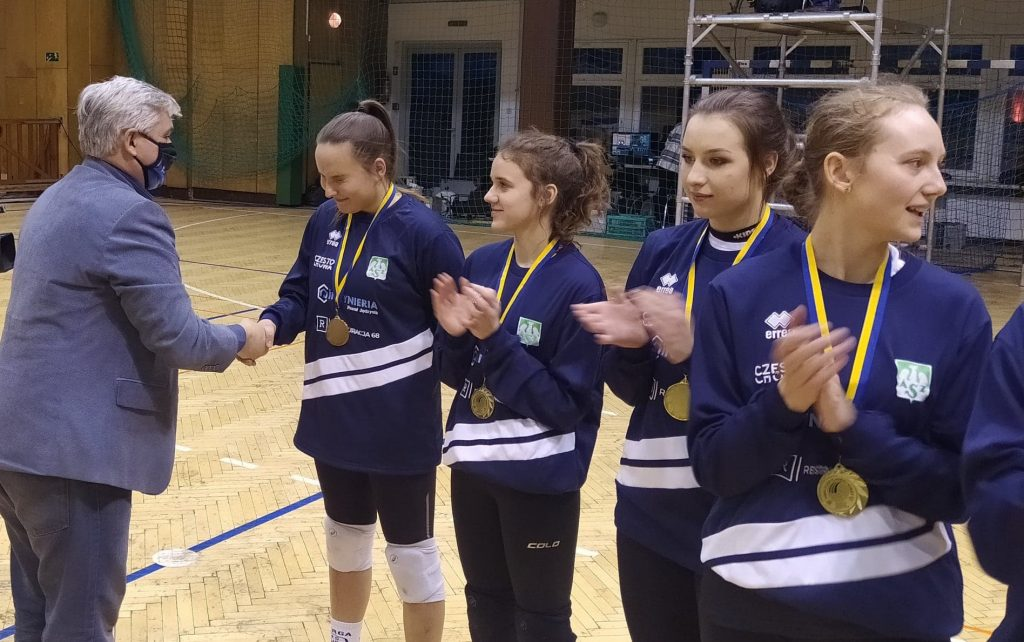 Siatkarki AZS Częstochowa mistrzyniami!!! Wygrały finał w Rudzie Śląskiej i zdobyły okazały puchar i złote medale 3