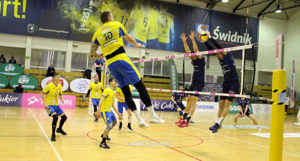 Siatkarze Exact Systems Norwid wygrali w Świdniku i są bliżej 5. miejsca. Co za mecz. Dwa sety na przewagi! 1