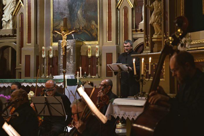 """""""Koncert przy świecach"""". Filharmonia Częstochowska zaprasza na kolejne wydarzenie online 4"""