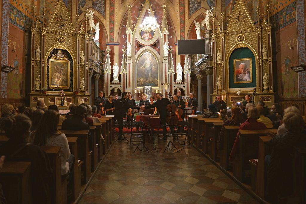 """""""Koncert przy świecach"""". Filharmonia Częstochowska zaprasza na kolejne wydarzenie online 2"""