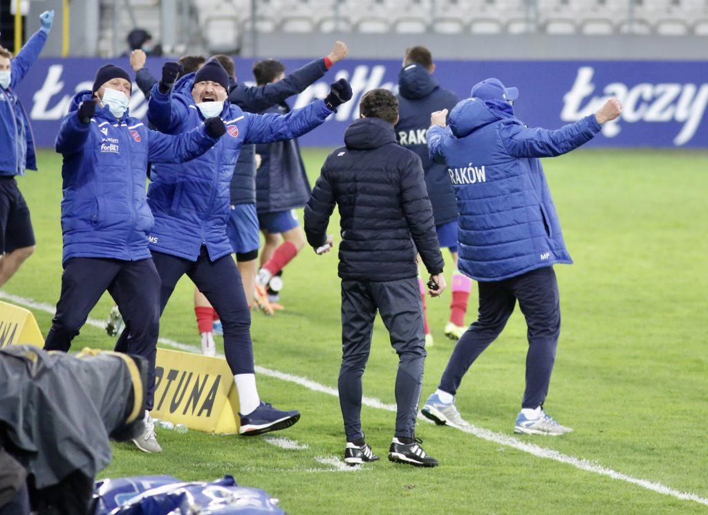 Raków w sobotę gra ostatni mecz na stadionie w Bełchatowie i zmierzy się z Lechem Poznań 5