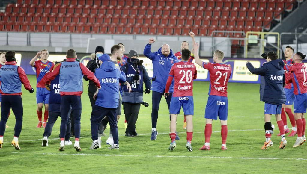 Raków w sobotę gra ostatni mecz na stadionie w Bełchatowie i zmierzy się z Lechem Poznań 1