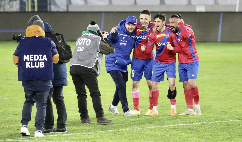 Raków w sobotę gra ostatni mecz na stadionie w Bełchatowie i zmierzy się z Lechem Poznań 4
