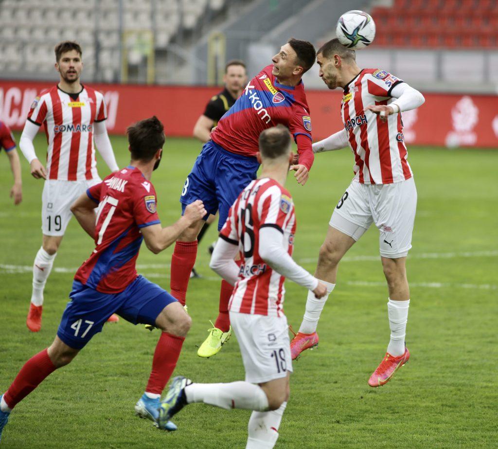Raków w sobotę gra ostatni mecz na stadionie w Bełchatowie i zmierzy się z Lechem Poznań 3