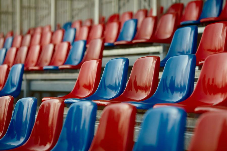 Dobre wieści przed świętami z Limanowskiego 83. Na Miejskim Stadionie Piłkarskim Raków leży już murawa i stoi trybuna... 2