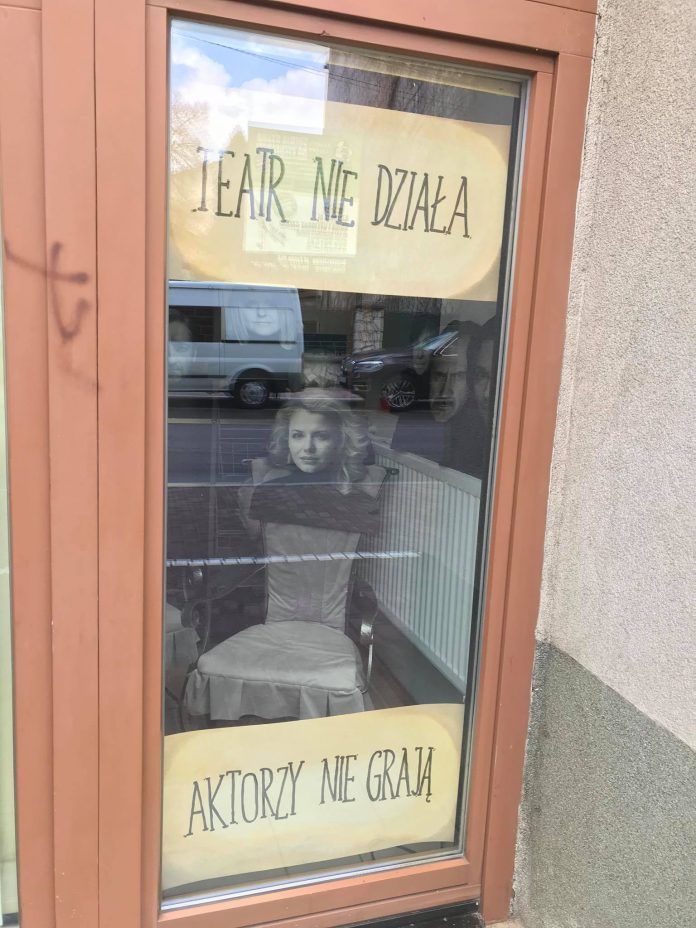 """""""Teatr nie działa"""" w Częstochowie. Pierwsza odsłona happeningu za nami 4"""