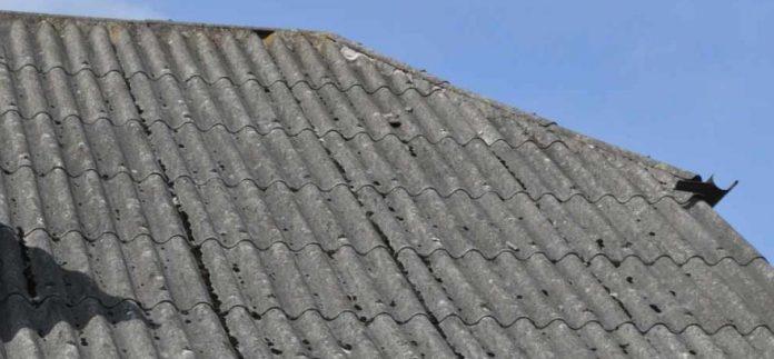 Samorząd Żarek pomaga finansowo mieszkańcom gminy, którzy chcą się pozbyć azbestu 2